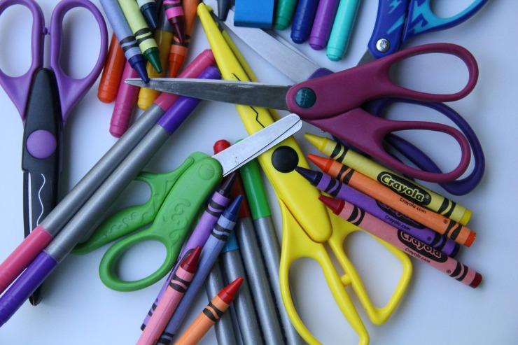 school-supplies-2690530_1920